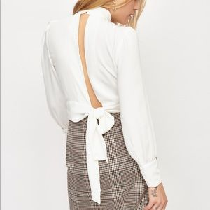 ❤️ 2 for 30$ //NWT Dynamite White Open Back Blouse